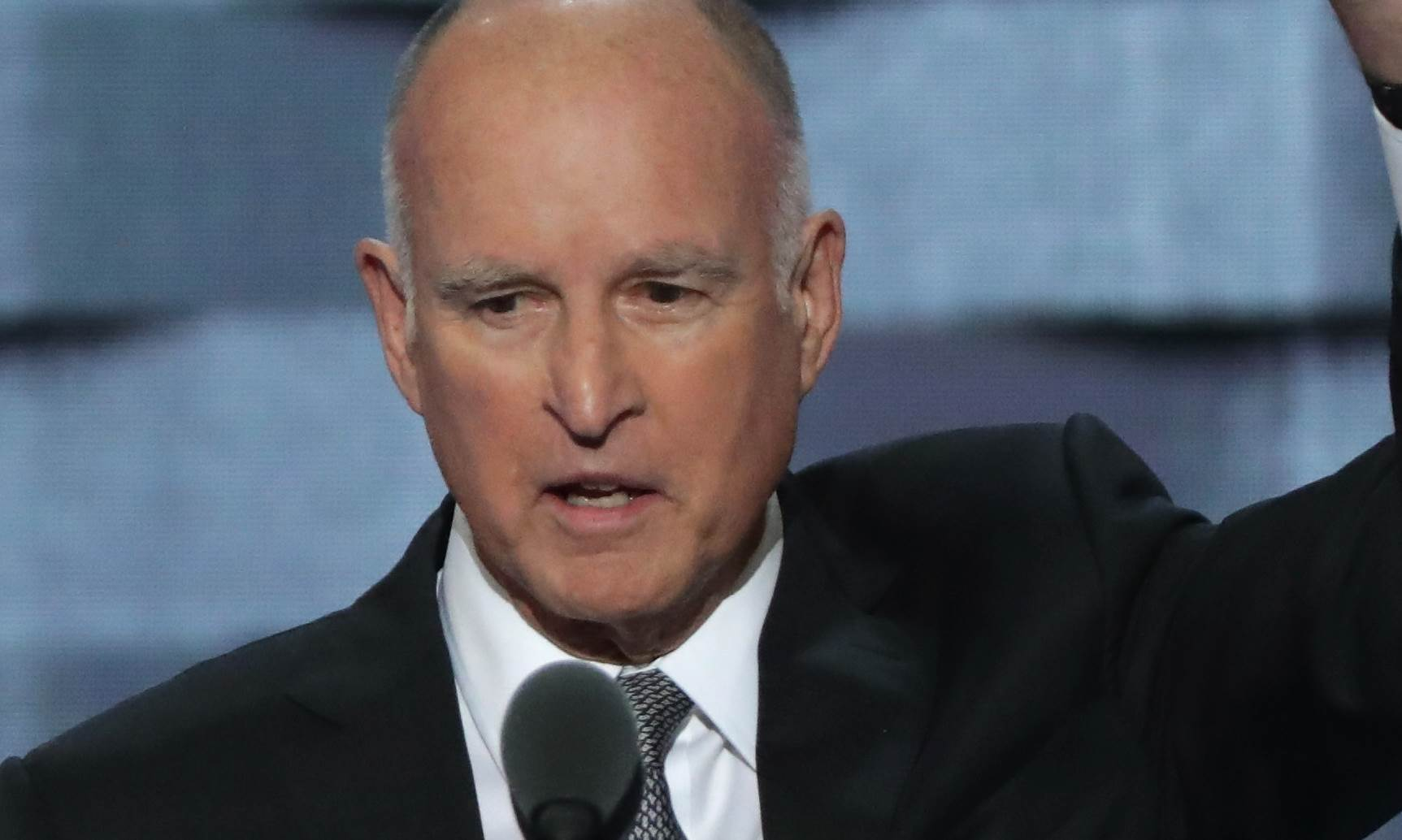 Jerry Brown-Family, Wife, Height, Net Worth, House, Bio, Life