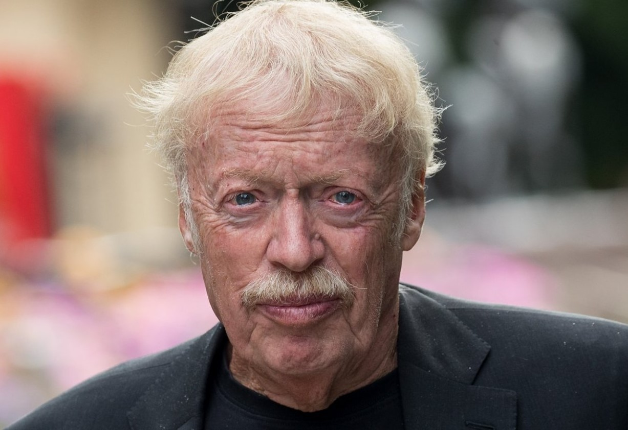 Phil Knight-Bio, Wife, Kids, Net Worth, Donations, Founder, Height, Age